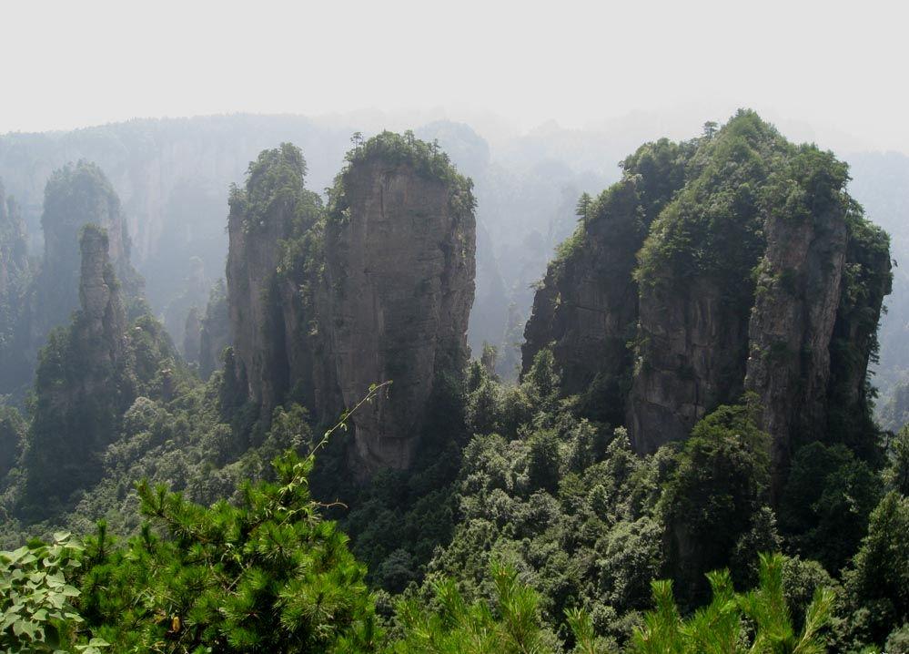 景点介绍 江西      五指峰自然风景诸多,分布较广,山内奇峰异石,峭壁