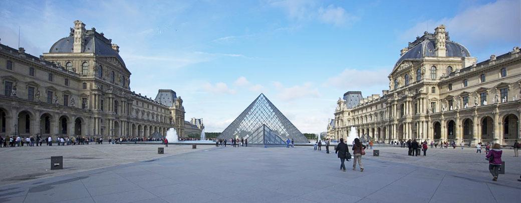 卢浮宫及其外的金字塔